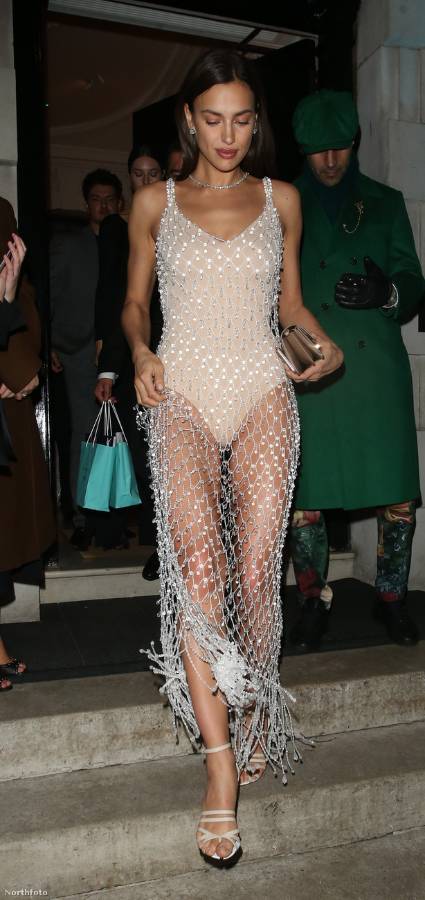 Irina Shaykról eddig méltatlanul kevés (=semennyi) említés esett a BAFTA okán, pedig a Vogue bulijában ő bizonyította, milyen esztétikus tud lenni egy nőn, ha tornadresszel kombinál egy hálót.