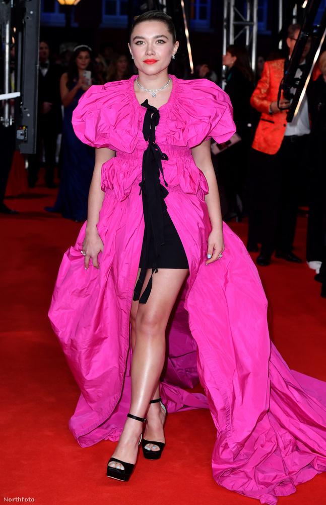 Florence Pugh színésznő már a díjátadón is látványos textilburjánzásban jelent meg,