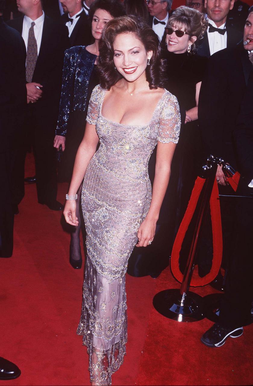 Jennifer Lopez az 1997-es Oscaron egy Badgley Mischka estélyiben lépett a vörös szőnyegre.