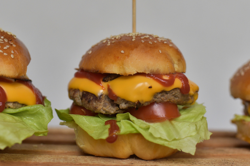 Így keverd és állítsd össze a legfinomabb házi hamburgert