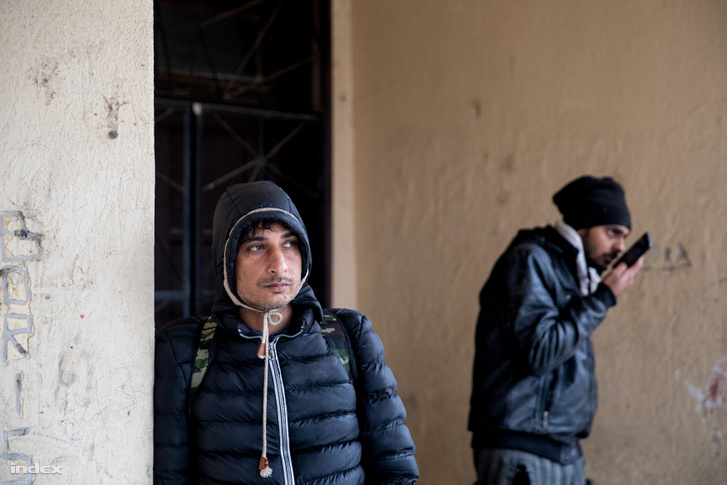 Afgán fiatalok Oroszlámoson