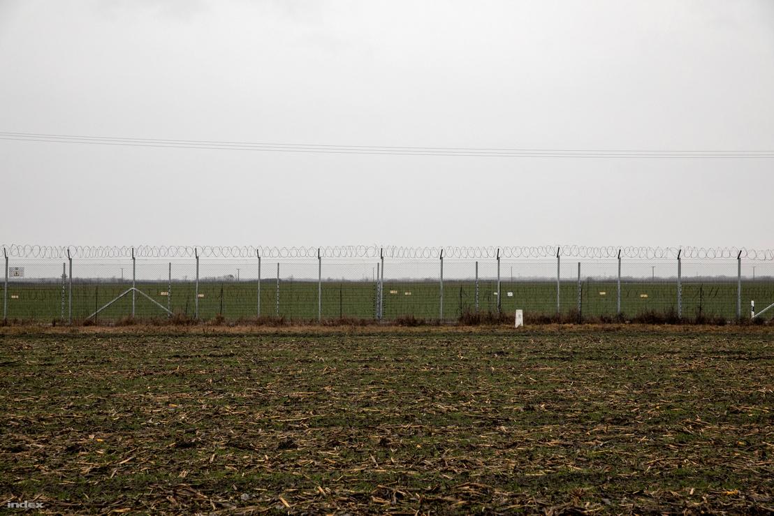 Határkerítés a szerbia Rábé felől