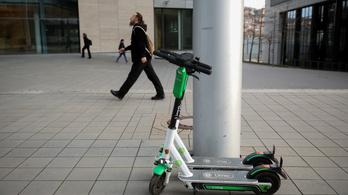 Romániában betiltották a járdán rollerezést