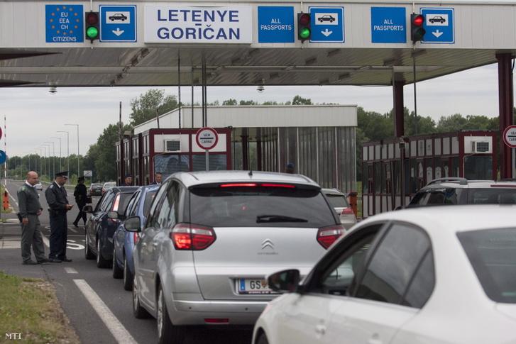 Autók a letenyei határátkelőhelyen