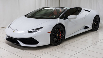 Perelik a Lamborghinit besárgult autójuk miatt