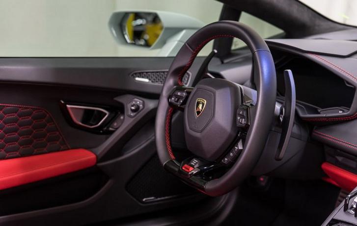 2017-Lamborghini-Huracan-Spyder 3-768x487