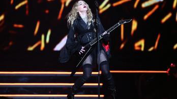 Újabb rajongók perelik Madonnát az állandó késések miatt