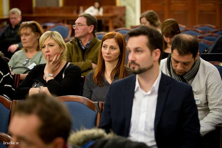Renner Erika (középen) a 2018-as tárgyaláson