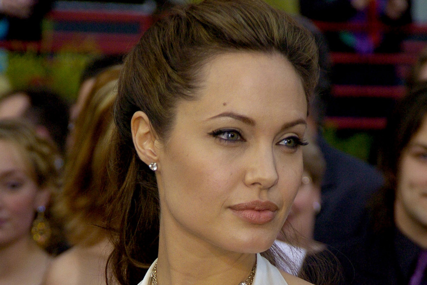 Angelina Jolie istennőként festett a 2004-es Oscaron - Íme, a díjátadó történetének eddigi legszebb 10 ruhája