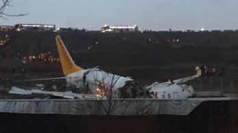 Kettétört egy gép az isztambuli reptéren