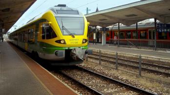 Letört egy mozdony áramszedője Sopron felé, pótlóbuszokkal szállítják az utasokat