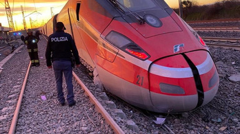 Kisiklott egy vonat Milánónál, két ember meghalt
