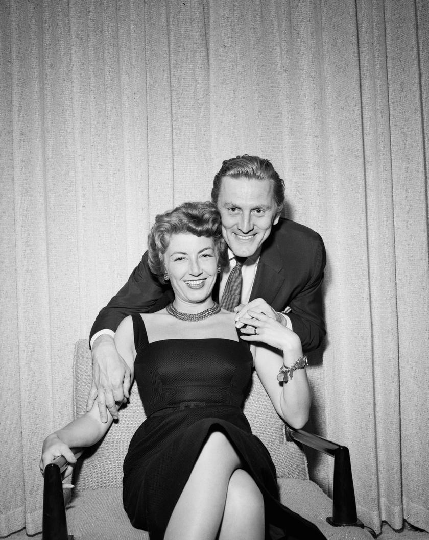Ez a felvétel 1954-ben, nem sokkal az esküvőjük után készült róluk.