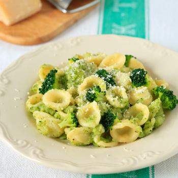 Egyszerű brokkolis tészta: gyorsan kész és kevés utána a mosogatnivaló