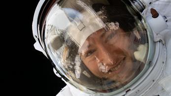 Épségben visszatért a Földre a rekorder űrhajósnő