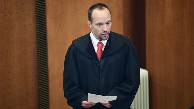 Felfüggesztett büntetést kaptak a csecsemőjük halálával vádolt szülők