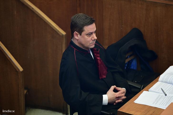Az ügyész a Budapest Környéki Törvényszéken 2020. február 6-án