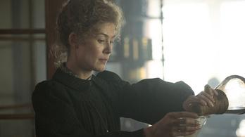 Belenézhetünk a Budapesten forgatott Marie Curie-filmbe