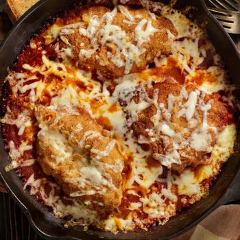 Így készül a tökéletes olasz rántott hús: a szeletek tepsiben sülnek