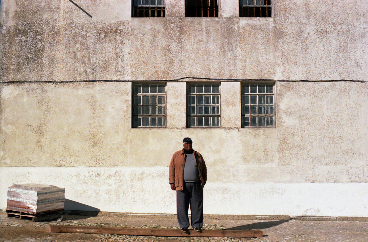 João, egy a 800 ezer retornado közül. Három évet élt a családjával egy cellában a Peniche börtönben. A tíz négyzetméleres cellákban hat-hét ember volt elszállásolva.