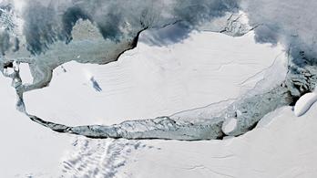 A nyílt óceán felé tart a világ legnagyobb jéghegye