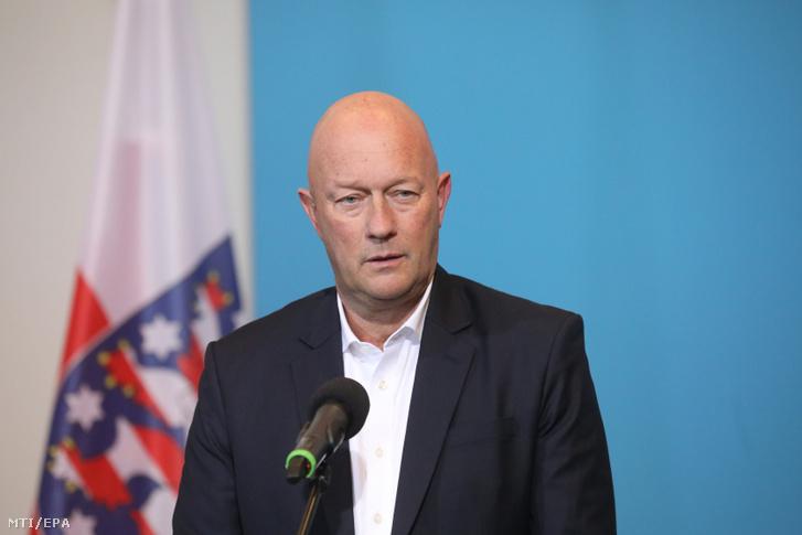 Thomas Kemmerich a Szabaddemokrata Párt az FDP tartományi elnöke és frakcióvezetője miután tartományi miniszterelnökké választották a türingiai parlament erfurti ülésén 2020. február 5-én.