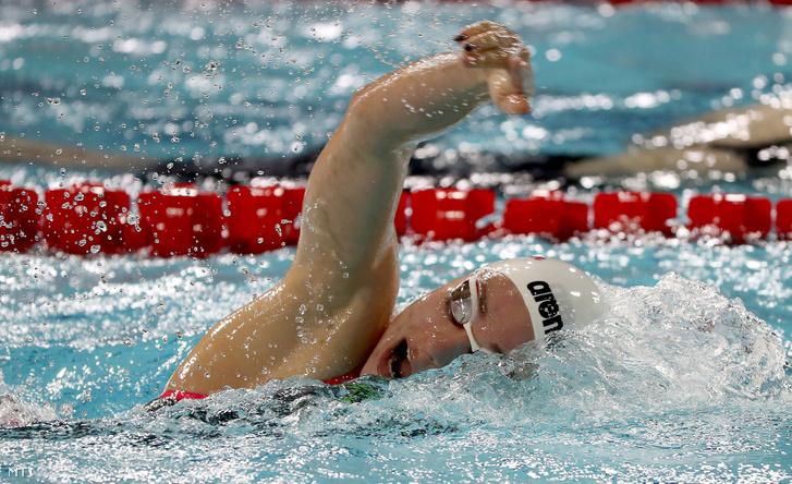 Késely Ajna a 400 méteres gyorsúszás selejtezőjében a glasgow-i rövidpályás úszó Európa-bajnokságon 2019. december 8-án.