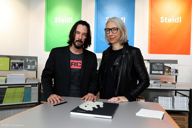 Reeves és Grant 2017-ben közös könyvet adtak ki Óda a boldogsághoz (Ode to Happiness) címmel
