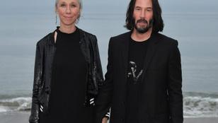 Keanu Reevesnek egyébként van egy nője, ráadásul már évek óta