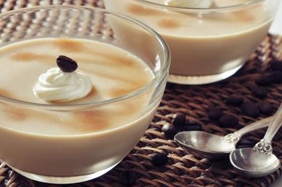Így készül a tökéletes panna cotta: kávé bolondítja meg a tejszínes alapot