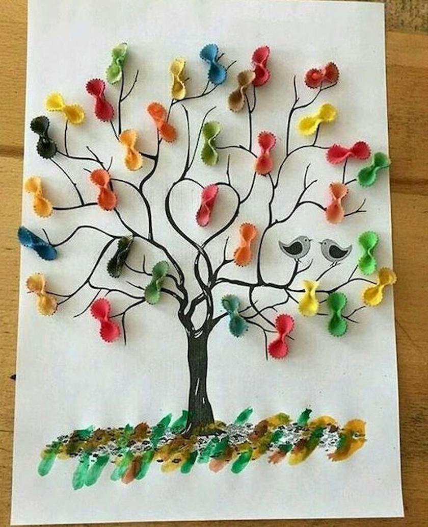 Egy kis festék és pár darab száraztészta kell, és a gyerek máris alkothat: a képek kinézetének csak a fantáziája szabhat határt.