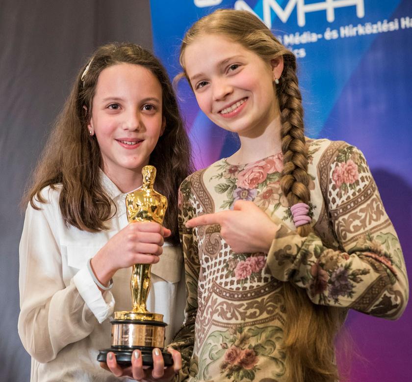 2017. március 8-án Gáspárfalvi Dorka és a filmben szólót éneklő Walton Rebeka a Mindenki egyik helyszínén tartott sajtótájékoztatón az Oscarral.