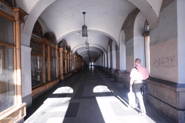 József Attila utcai árkád