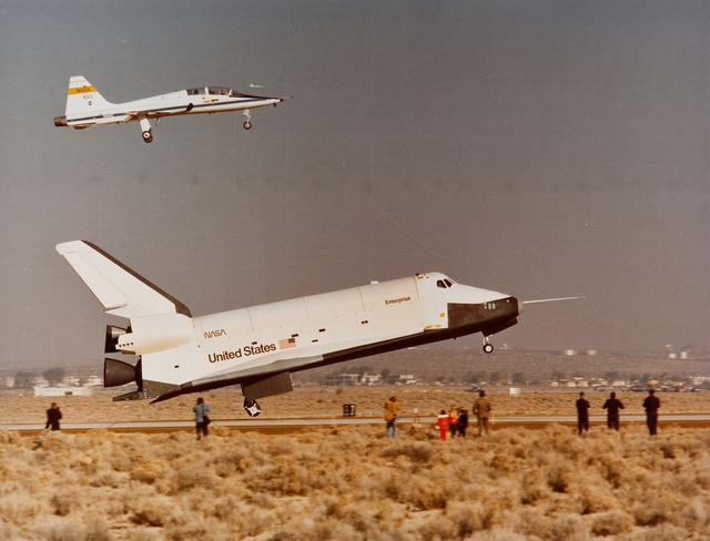 Az Enterprise landolása az egyik sikeres légköri siklóteszt után