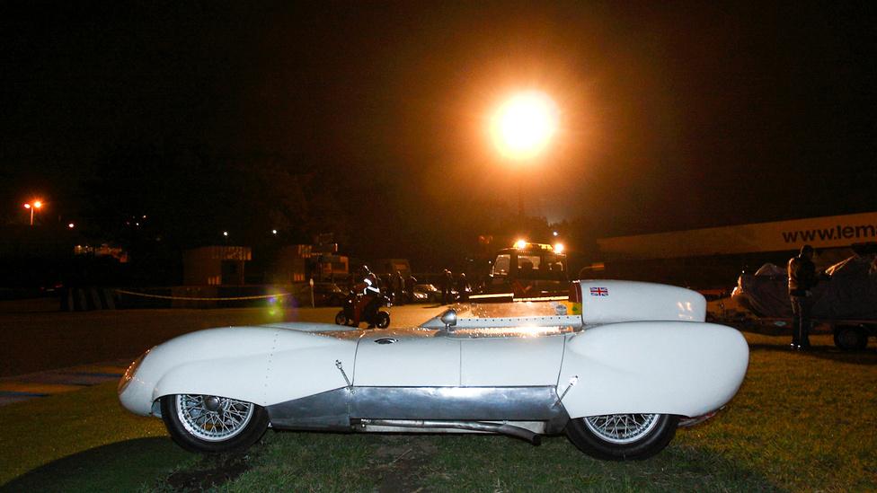 Az egész mezőny talán legmeghökkentőbb kocsijai a Lotus IX és XI típusok voltak