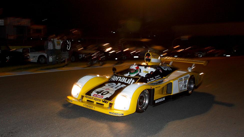 Az 1978-ban nyertes Alpine A442 B-t Pironi és Jaussaud vezette. Most Jaussaud, Ragnotti  és Tavares