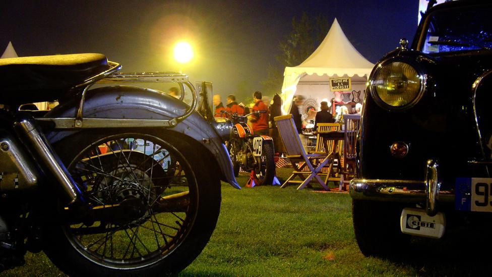 Éjszakai élet Aermacchi Harley-Davidsonokkal