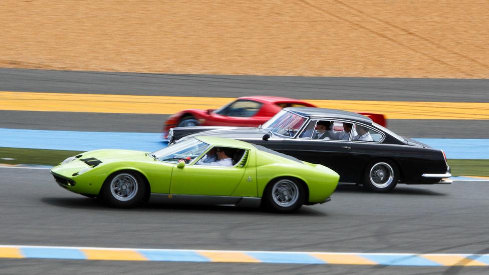 Lambo és Ferrari  kerüli a megforgott F50-et