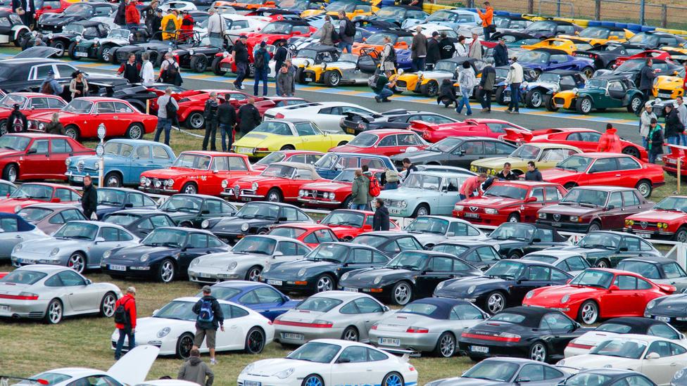 Négyszáznál több Lotus érkezett. Hogy hány Lamborghini, Alfa Romeo és Porsche, azt megsaccolni is nehéz