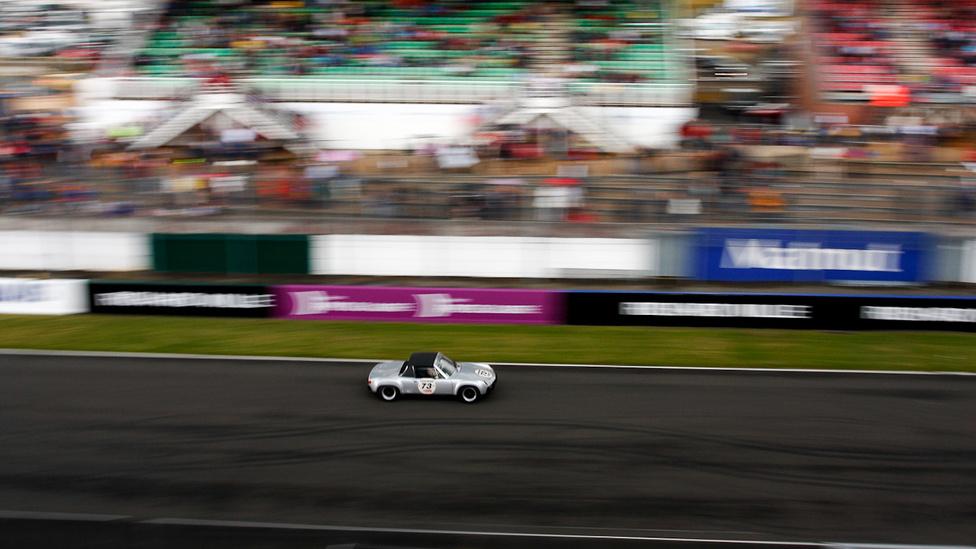 Porsche 914/6 GT száguld az alkonyatban