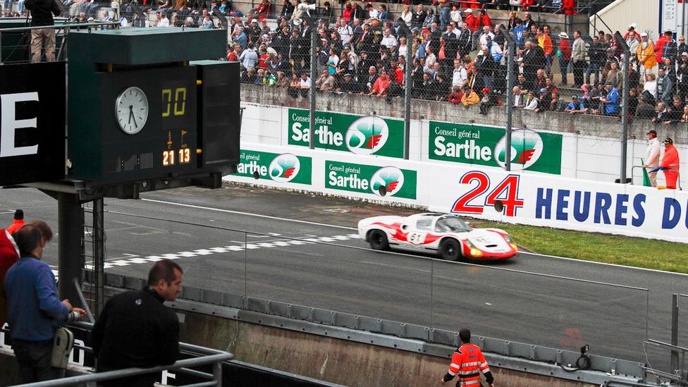 Akár Steve McQueent is odaképzelhetjük a 910-es Porsche volánja mögé