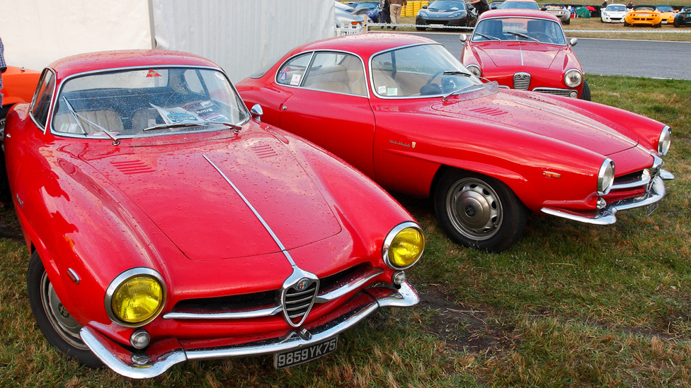 Kicsi, de annál jobb volt az Alfa-felhozatal. Giulia Sprint Specialék, hátul egy Giulietta Sprint