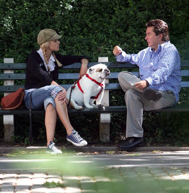 Howard Stern felesége és kutyája egyik barátjukkal találkozott (2008)