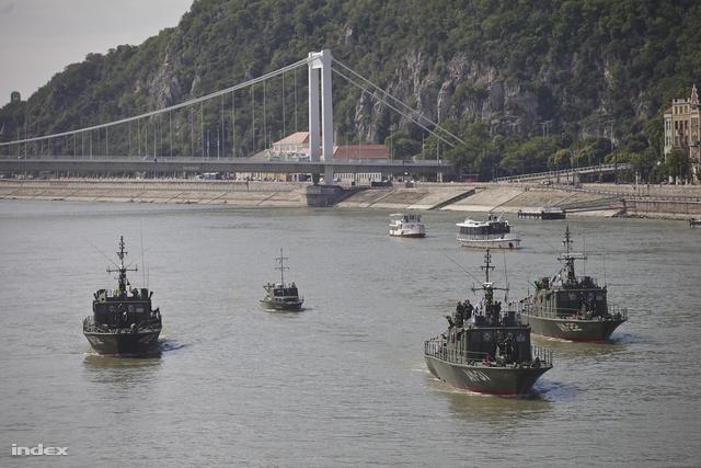 A honvédség hajói Csepelnél csatlakoztak a Sólyom I-II-höz
