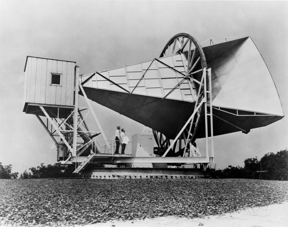 A Bell társaság kürtantennája (Holmdel, New Jersey), amit eredetileg a NASA Echo-1 műholdjához építettek, majd később átalakítottak a Telstar jeleinek vételéhez. A 18 tonnás alumínium- és acélszerkezetet 1990-ben nemzeti műemléknek nyilvánították.