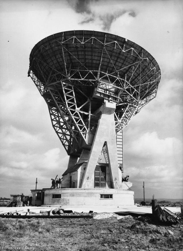 1962. A Goonhilly Űrtávközlési Földi Állomás (Goonhilly Downs, Cornwall, Anglia) egyes számú parabolaantennája, amit már kifejezetten a Telstar jeleinek vételére építettek.