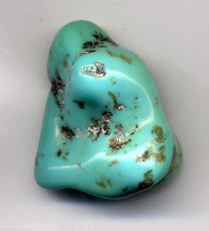 A türkiz nevű drágakő, amelyről a szín a nevét kapta. Döntsék el önök, hogy inkább zöld vagy inkább kék