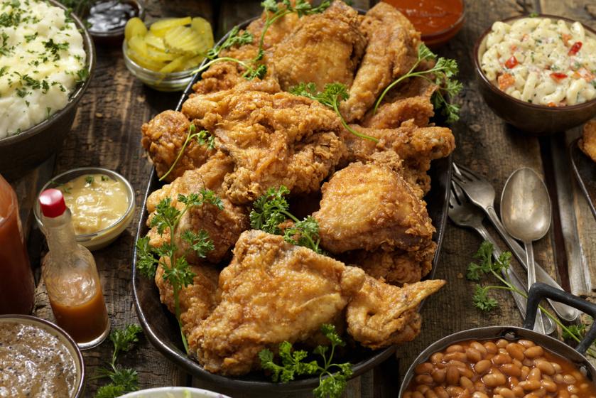 Így lesz tökéletes a rántott csirke – A pácolás idején nem szabad spórolni