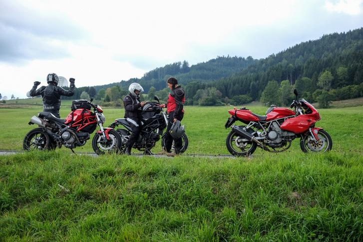 Három Ducati az osztrák tájat is szebbé varázsolja