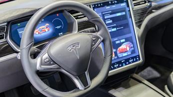 Használtan vett egy Teslát, erre a Tesla szó nélkül letiltotta az önvezető funkciót